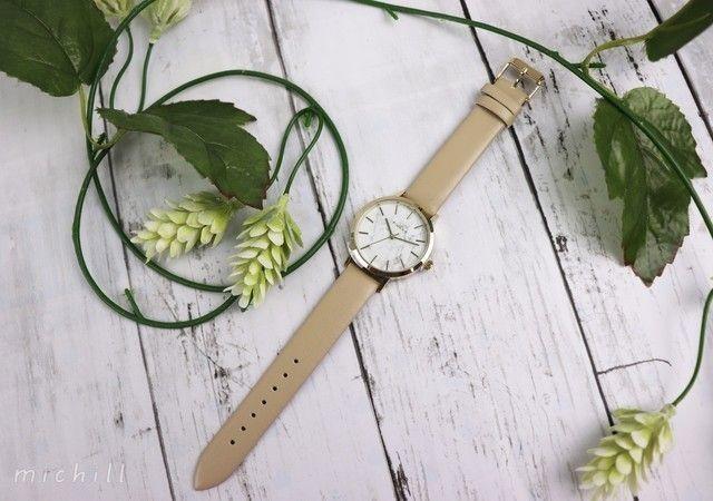 60c98a5174 ファッション性も機能性も高く、高見えするダイソーの腕時計は人気で、ものによっては品薄状態に…。プチプラで高クオリティなので、コーデによって付け替える という人 ...