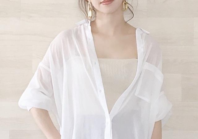 白シャツ 夏コーデ